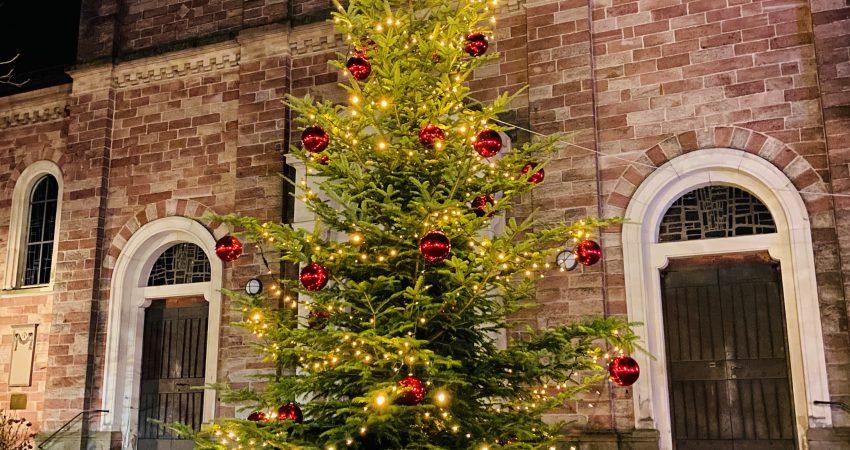 Weihnachtsbaum in Bühlertal Wahlkreis 33 Grüner Landtagsabgeordneter Hans-Peter Behrens