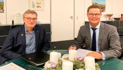 Der mittelbadische Landtagsabgeordnete der Grünen, Hans-Peter Behrens, mit Landrat Toni Huber