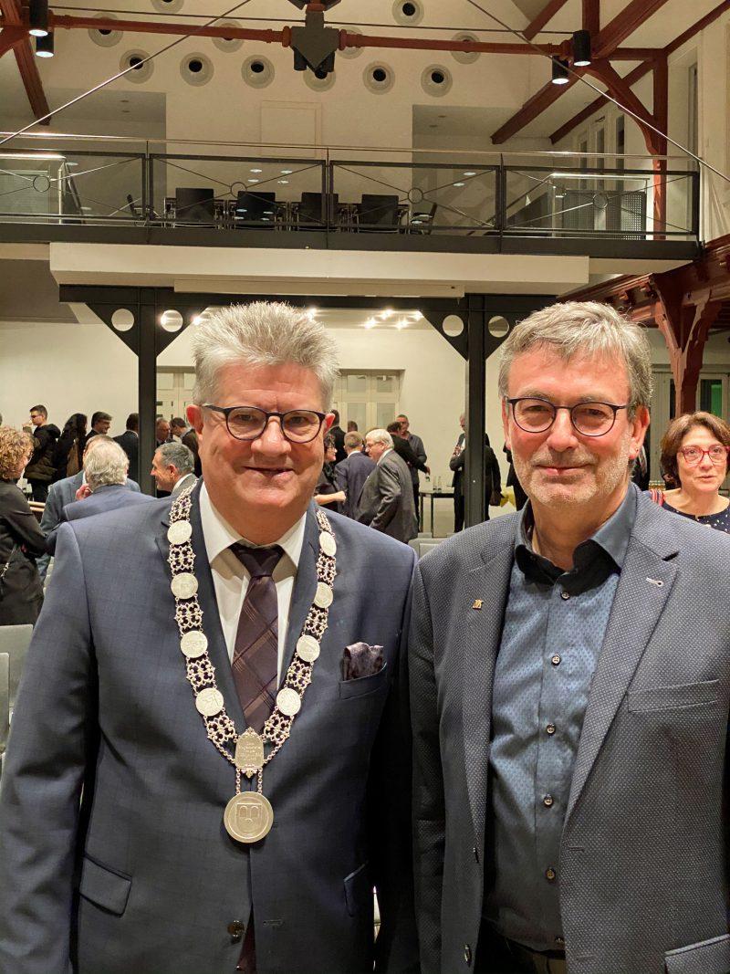 Vor dem Bühler Neujahrsempfang wurde Oberbürgermeister Hubert Schnurr von Walter Seifermann in einer öffentlichen Gemeinderatssitzung verpflichtet.