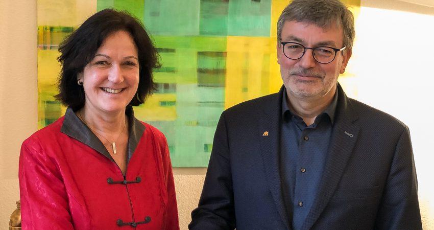 Oberbürgermeisterin Margret Mergen und der Grüne Landtagsabgeordnete Hans-Peter Behrens